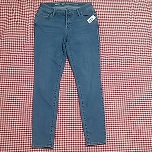 Old Navy Super Skinny 6 Short Blue Jean